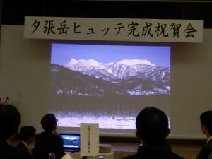 写真右上のどっしりとした台形状の山が夕張岳。夕張や札幌方面からみるとこの形、穂別側からみるときれいな三角形に見えます。